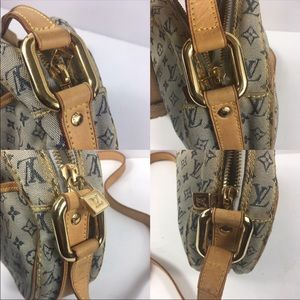 Louis Vuitton Bags - Ariana grande crossbody bag Louis Vuitton